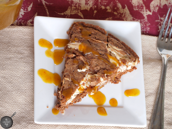 easy-pumpkin-cheesecake-skillet-brownie