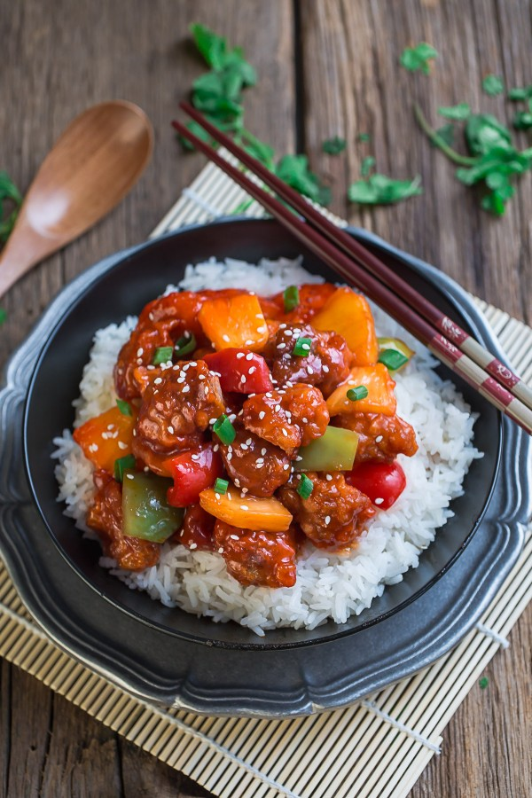 Sweet-and-Sour-Chicken-is-perfect-for-an-easy-weeknight-meal1-e1463226577842